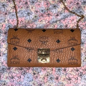 Mcm large wallet with chain